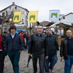 Miembros de Ciudadanos asisten al mercado medieval de la Villa de Cartes