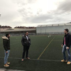 Cs Astillero apuesta por la renovación del césped artificial del campo de fútbol del Frajanas