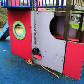 Cs denuncia el mal estado que presentan los parques infantiles y zonas verdes de Miengo