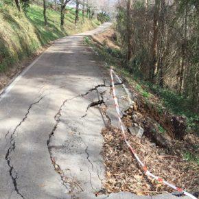 Cs alerta de la necesidad de señalizar el hundimiento de la carretera que une Mercadal con el polígono de Reocín