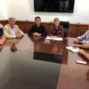 La concejala de Deportes cierra un acuerdo con clubes y Federación para que El Independiente y CRS Bathco hagan uso del campo de San Román