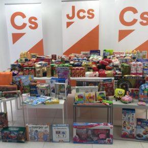 Jóvenes Ciudadanos organiza una recogida solidaria de juguetes y alimentos
