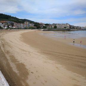 El Ayuntamiento de Castro-Urdiales inicia el acondicionamiento de las playas del casco urbano de cara a la temporada estival