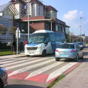 El autobús municipal Astillero-Guarnizo se adapta a las entradas y salidas de los centros escolares