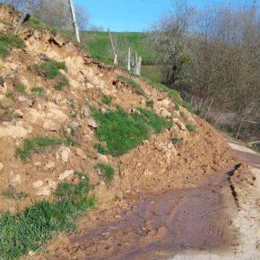 Cs exige que se solucione el argayo que impide el paso de vehículos y personas en la carretera de la Fontanuca desde hace un año