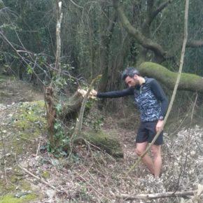Cs insta al Ayuntamiento de Arnuero a retirar los restos de podas de la zona por la que transcurre el Ecoparque Trail