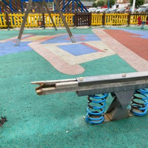 Cs Suances denuncia el abandono de los parques infantiles del municipio